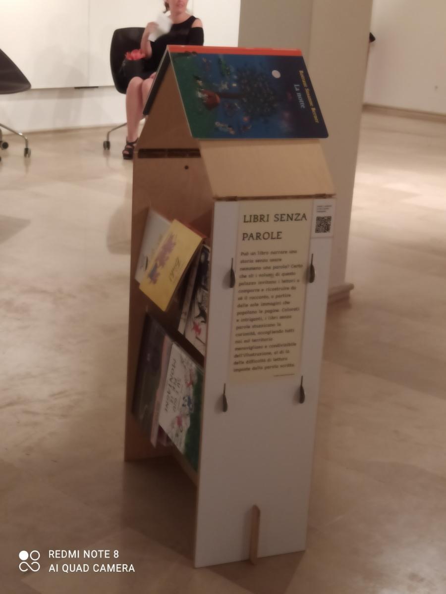 mostra vietato non toccare: libri semza parole